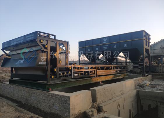 湖北襄阳尾矿沙国标型带式压滤机和新型沉淀设备安装调试
